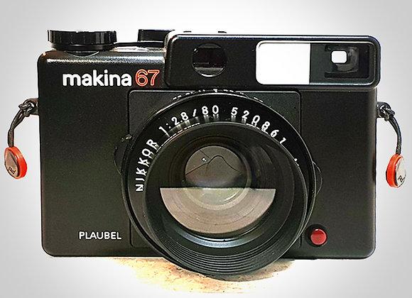 PLAUBEL MAKINA 67 WITH 80MM F2.8 NIKKOR LENS. MINT-