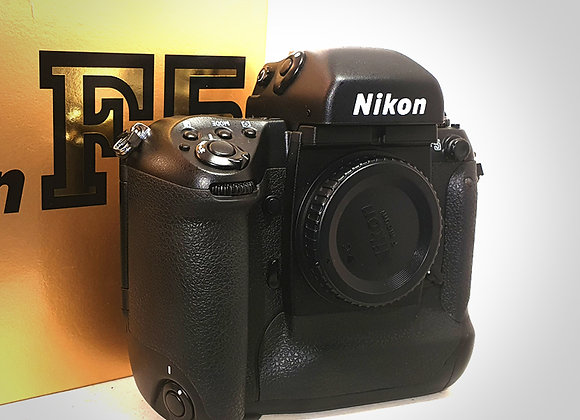 NIKON F5 BODY WITH WINDER. NEAR MINT