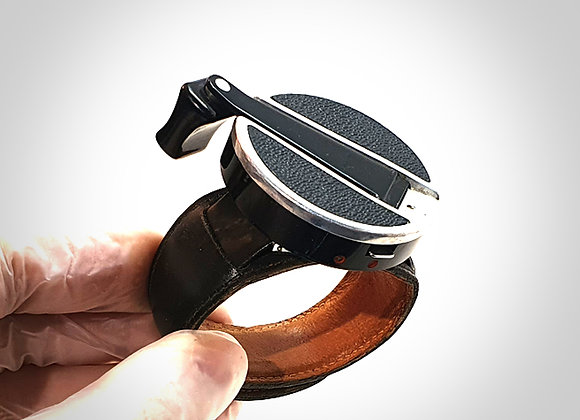 WINDING CRANK WITH LEATHER WRIST CLAMP. EXC++
