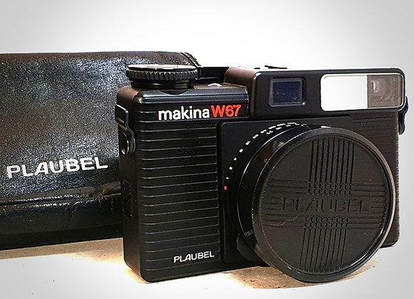 PLAUBEL MAKINA W67 WITH 55MM F4.5 LENS. NEAR MINT-