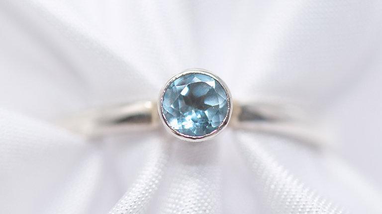Blue swarovski cut zircon tube set ring