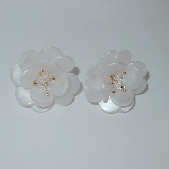 White flowers with gold accents fashion cufflinks for women.