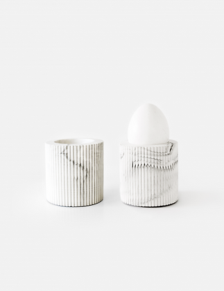 Bradley Egg Cup 'House Raccoon' (2x) - White Marble