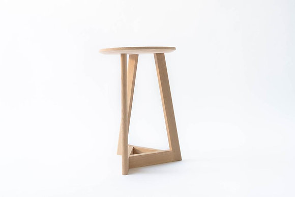 Delta tabouret / side table 'Miel Cardinael'