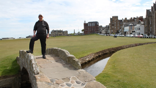 Robert from Saskatchewan, Canada playing golf at St Andrews
