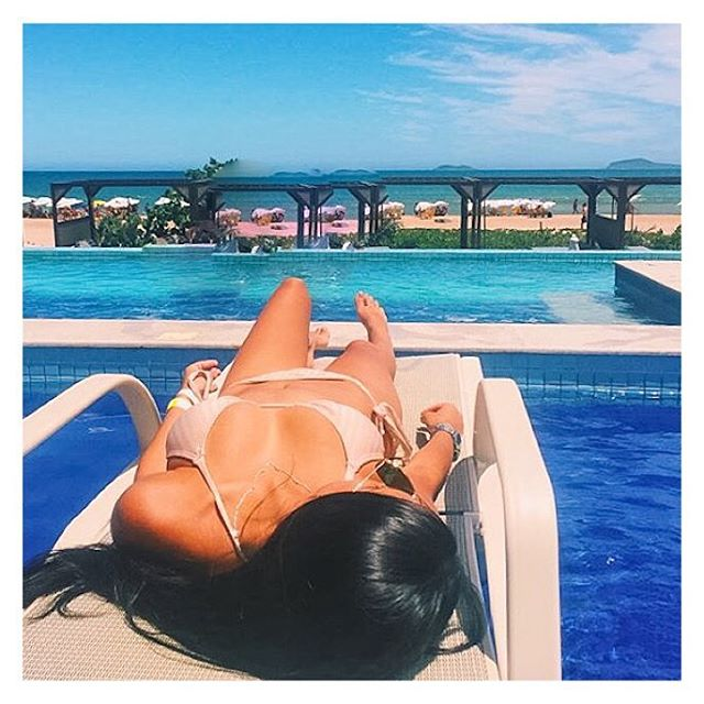 Golden Sunny Days 🔅🔆☀️✨☀️🔆🔅 Repost _mylenafragoso_Curtindo o dia de sol☀️ ⛱  no _uniqbeachlounge