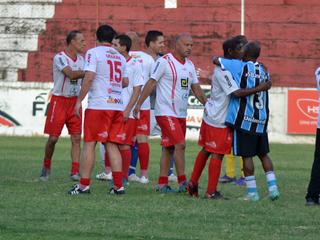 Ex-jogadores do Alvirrubro e do Tricolor se reencontraram na Baixada