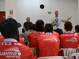 Atletas recebem palestra de Anderson Daronco