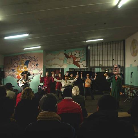 Presentación del Teatro del Oprimido en la Unidad 47.