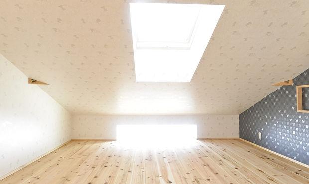 新築 空が見える寝室