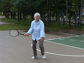 A classic forehand - tennis groundstroke