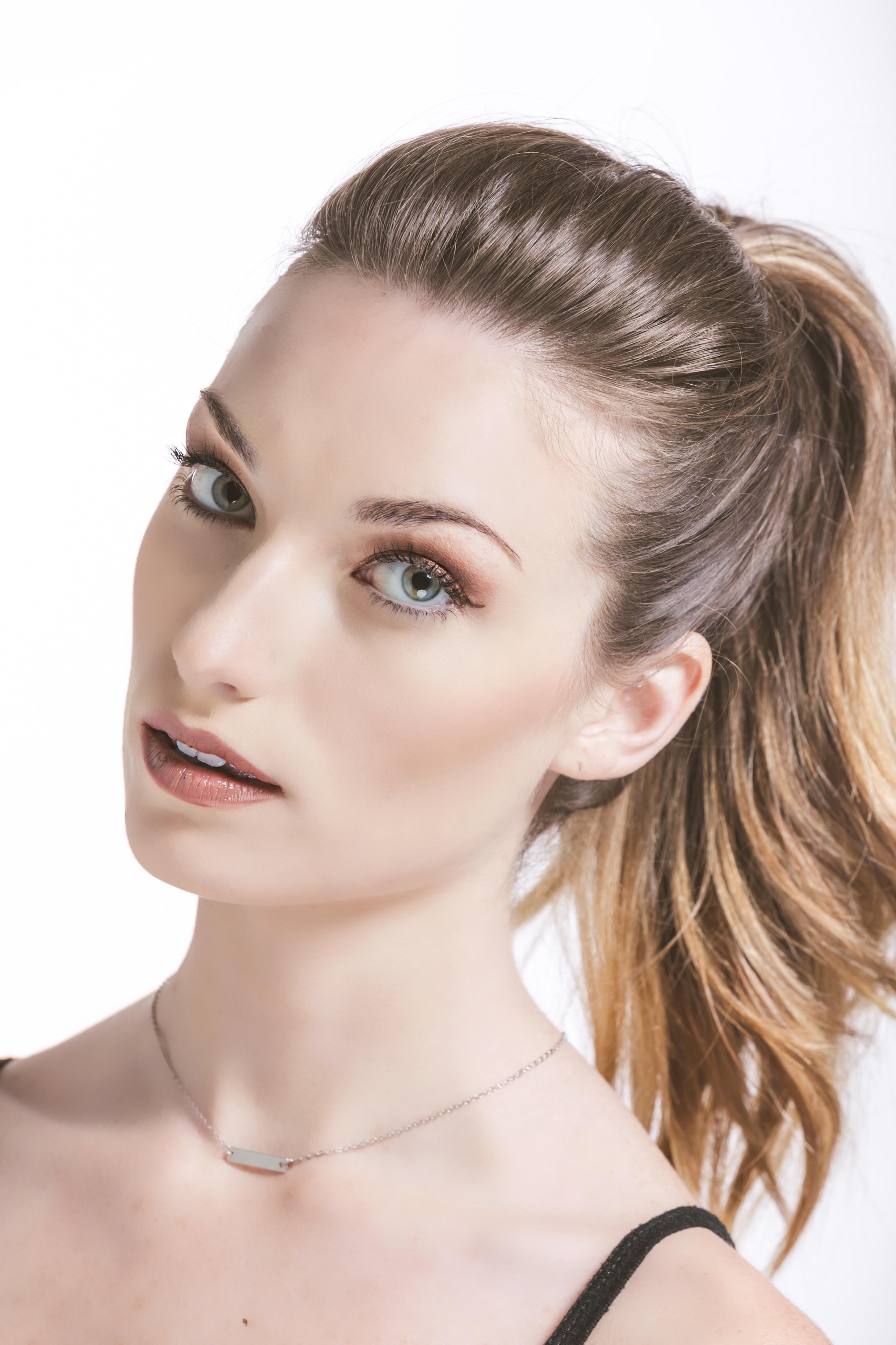 Model: Hayley
