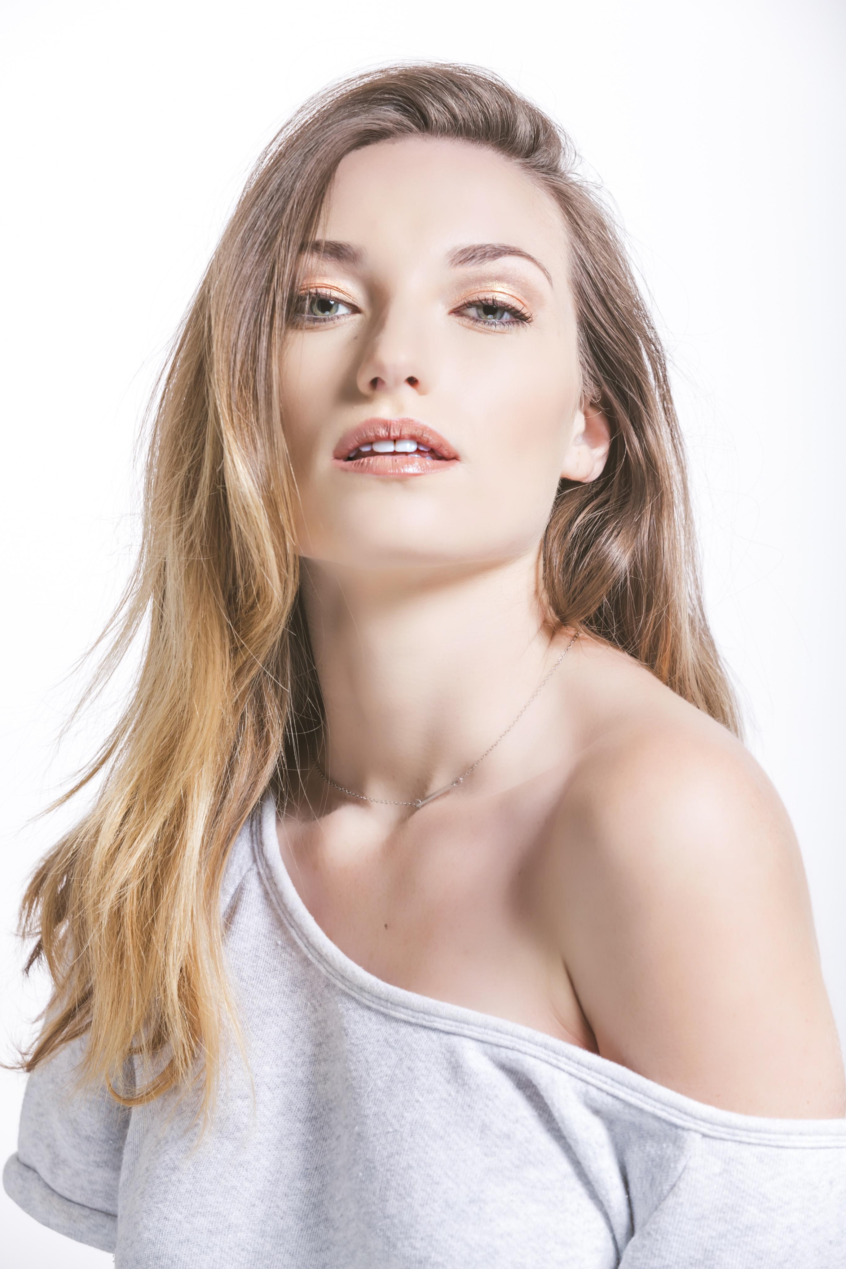 Model Hayley