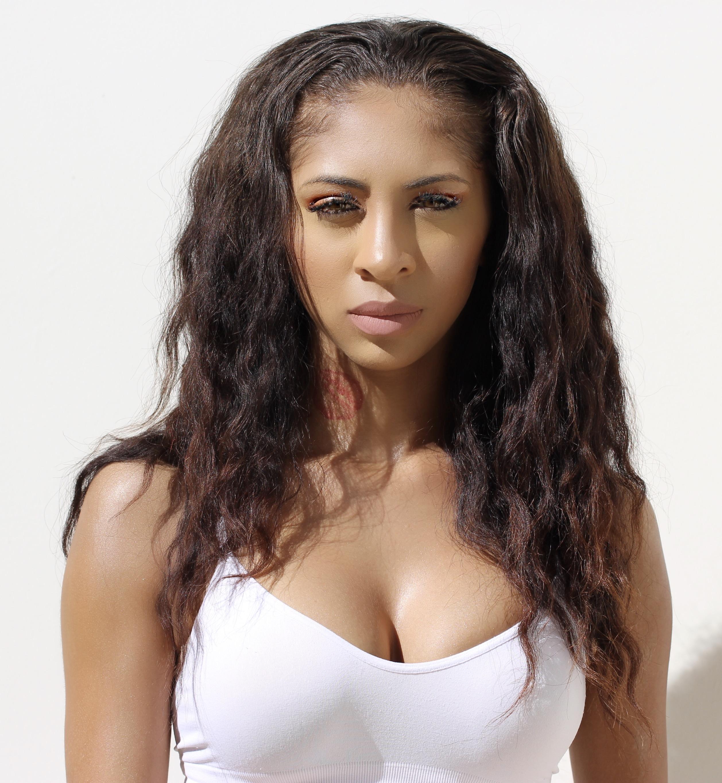 Model: Monique