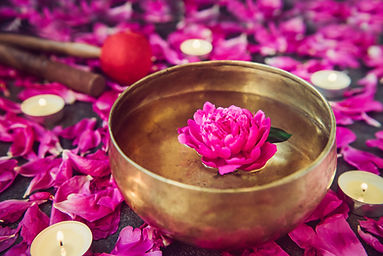 Tibetan singing bowl with floating insid