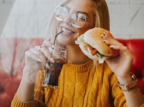 Duygusal Yeme- Yemeği mi yoksa bastırmak istediklerimizi mi yiyoruz?