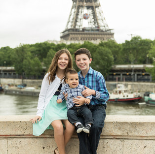 Séance Photo Famille Bébé Derek découvre Paris en famille