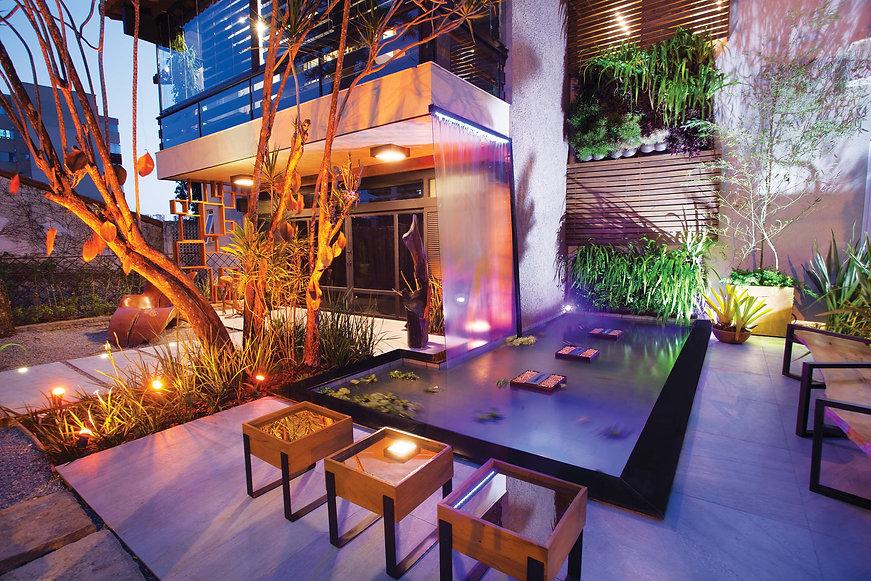Comandada há 16anos pela FAZ Associados, empresa responsável pela organização do evento, a mostra Casa Design retrata as características mais marcantes dos lançamentos da arquitetura, decoração, paisagismo.