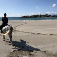 Stranda er bare en ridetur unna