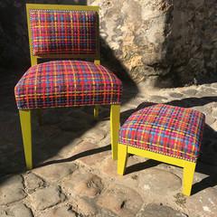 Ambiance Pop pour cet ensemble pouf et chaise de bureau, tissu des collections Jab Anstoetz