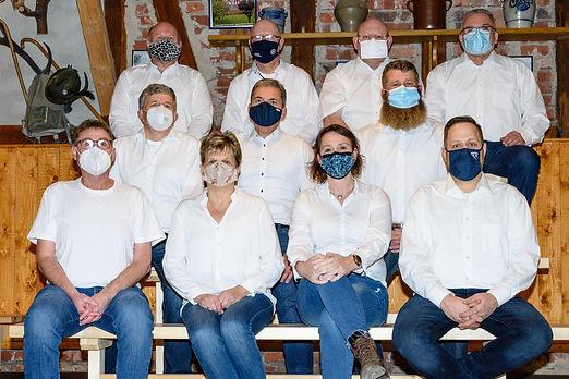 Gruppenfoto mit Maske weiß.jpg