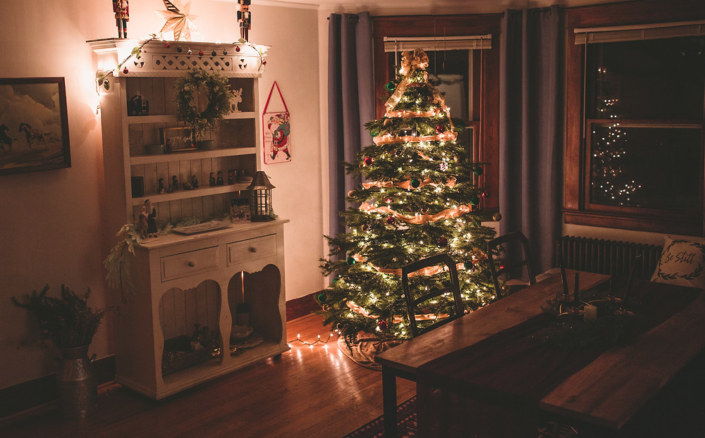 Christmas at home, tradtional christmas decor, dining room ideas