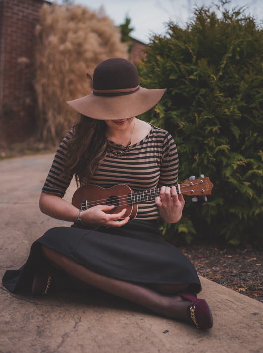 senior photos, maryland, girl with instrument