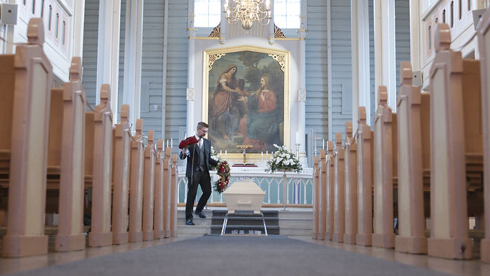 Bengerader i begravelse kirke.jpg