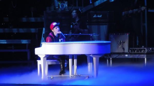 1280px-Justin_Bieber_March_2011