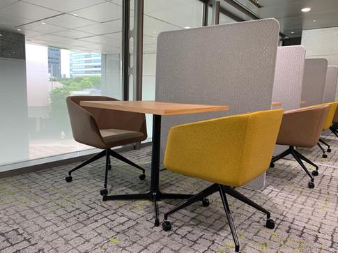Chair:INK ACS <SOGOKAGU> Partition:Manitto <KOKUYO>