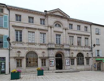 766px-Mairie_St_Amour_Jura_4.jpg