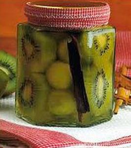 Kiwis en almíbar