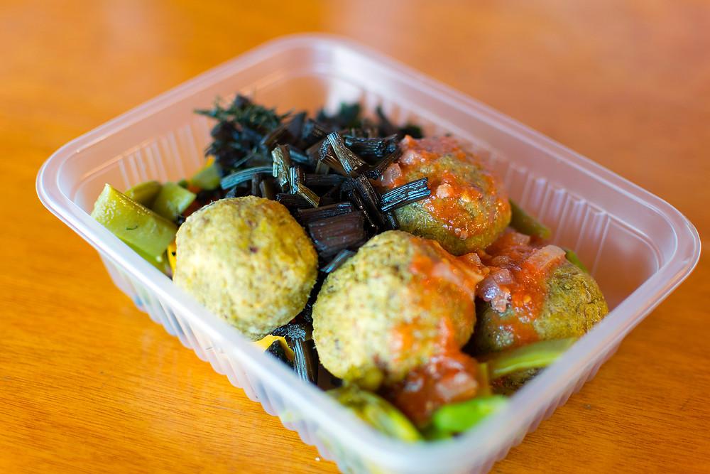Koftit Ferakh con vegetales