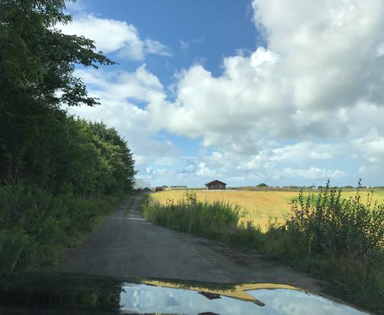 Følg asfaltveien til endes