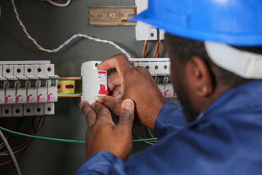 Hire an Expert Electrician that specializes in Residential & Commercial Electrical Work