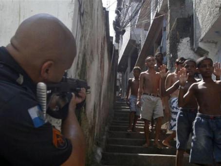 Gli artisti brasiliani contro la cultura della violenza e una politica di morte