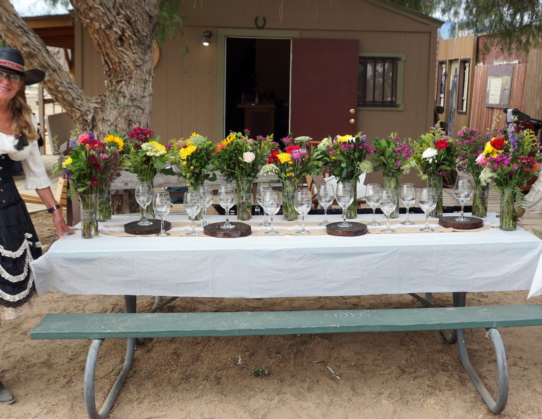 2021 - 5 LOCAS - Awards Flowers.jpg