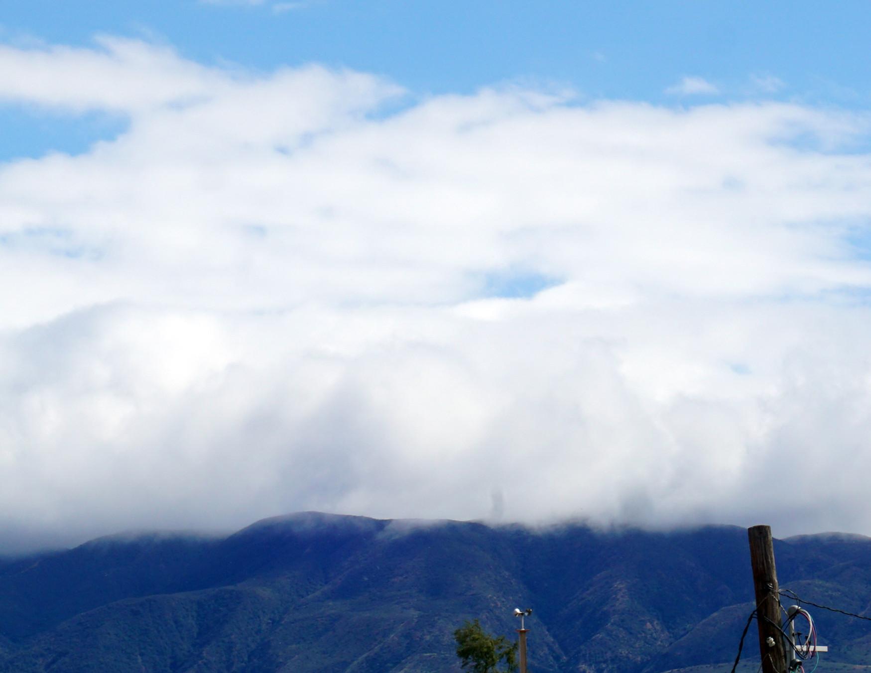2021 - 5 LOCAS - Mysty Mountains.jpg