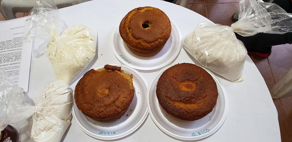Diferentes farinhas, diferentes bolos resultantes. Foto: Ana Alice Correia