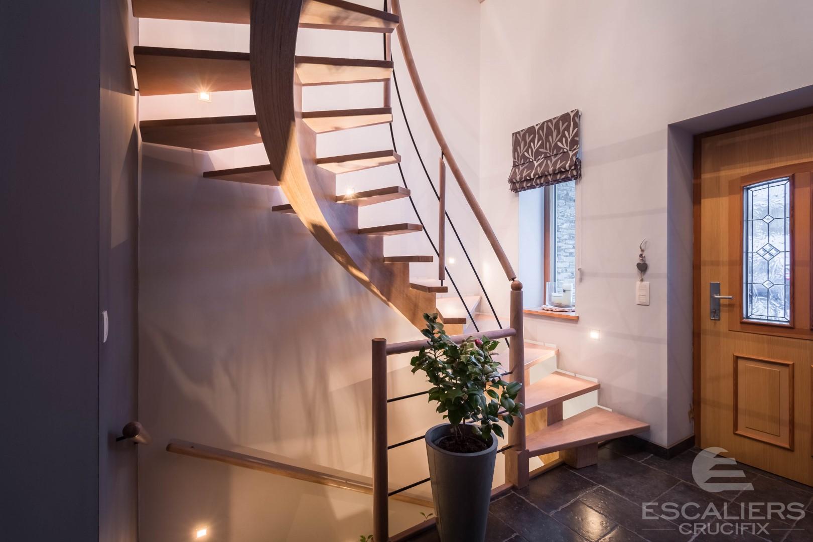Escalier Crucifix artisanal