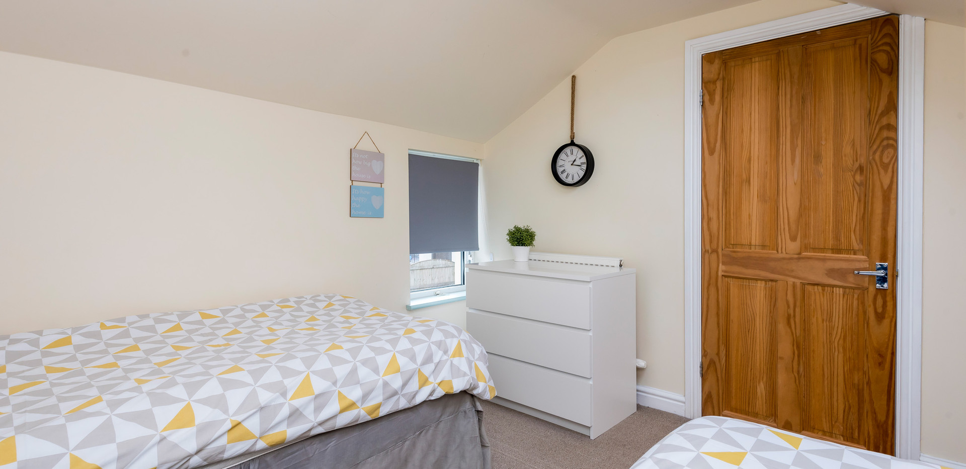 Bedroom-2c.jpg