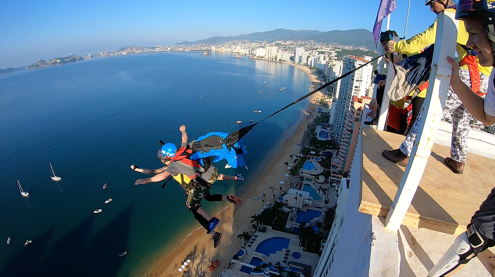 Tandem BASE jump from a building in Mexico