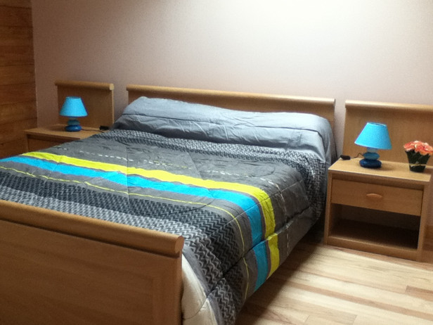 chambre grand lit.JPG