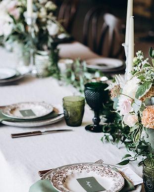 Ajuste de la mesa de la boda