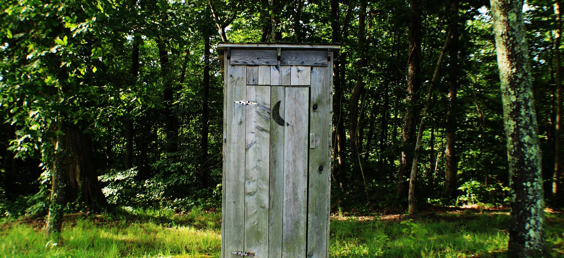 Bra att ha som komplement till dusch på mer primitiva platser, men även på hotell utomlands då det bara finns takdusch vilket är vanligt i vissa länder.