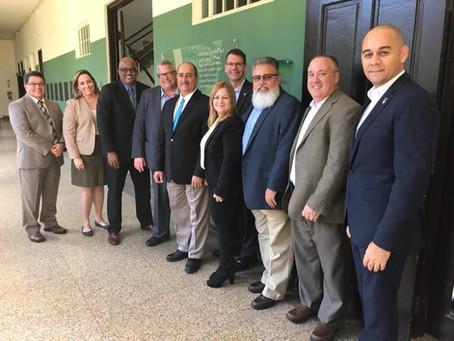 El secretario del Departamento de Agricultura, Carlos Flores, junto al Subsecretario de USDA