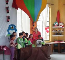 Viagem da balão na festa de natal.