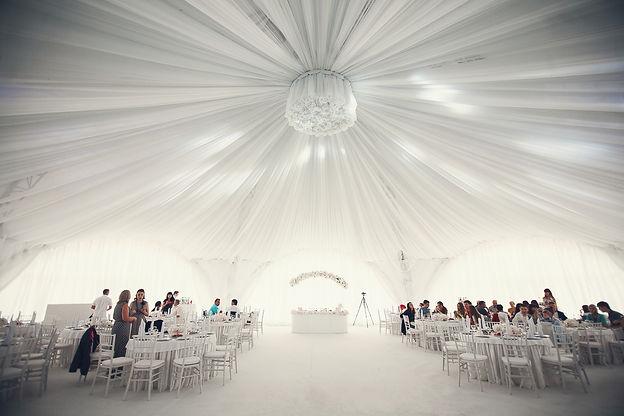 белоснежный шатер,свадебный банкет,свдебдный декор,свадьба. Свадебное агентсво Wedding Production оформила шатёр wpdecor