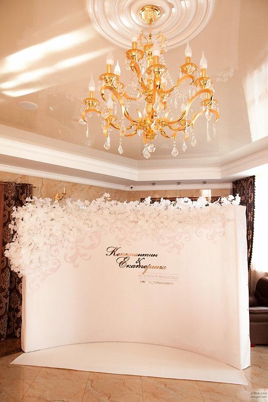 свадебная фотозона в отеле Гарден Отель Тюмень от свадебного агентства wedding Production