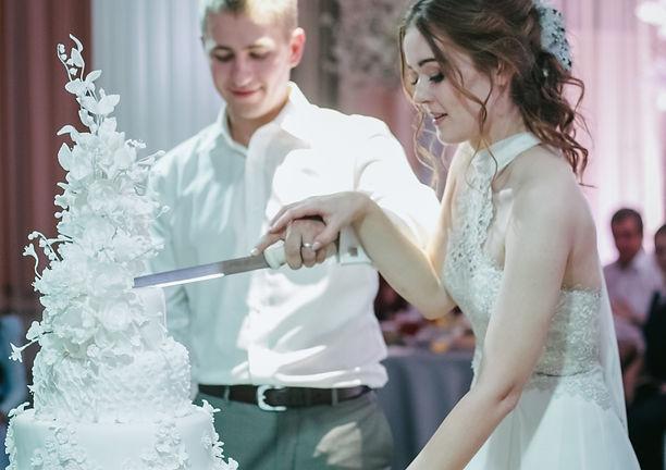 как резать торт на свадьбе,свадебный торт, свадебное агентство